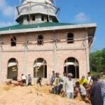 PROGRAM KESUKARELAWANAN KARYAWAN RAPP DI KABUPATEN SIAK DAN PELALAWAN Rela Tinggalkan Pekerjaan Demi Gotong Royong di Masjid