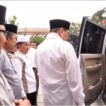 Gubri Serahkan Mobil Ambulan