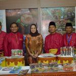 Ibu Wakil Gubernur Riau Sisilita kunjungi Stand Dinas Perikanan dan Kelautan