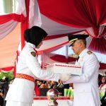 Wagubri Terima Bendera Merah Putih di Tempat Upacara