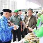 Plt Gubri tinjau stan pameran Hari Nusantara Dan Hari Pangan Sedunia KE-34