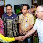 Plt Gubri Lepas Peserta Umroh PNS Berprestasi Pemprov Riau
