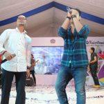 Vokalis Armada Ajak Menaker Hanif Nyanyi Duet