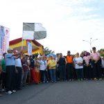 Gubri melepas Gerak Jalan Santai Integritas di Jl Diponegoro.
