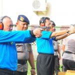Gubernur Riau Latihan Menembak Di Brimob Polda Riau