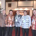Gubri Menerima Piala WTN 2016 dari Wakil Presiden RI di Istana Wakil Presiden RI Jakarta