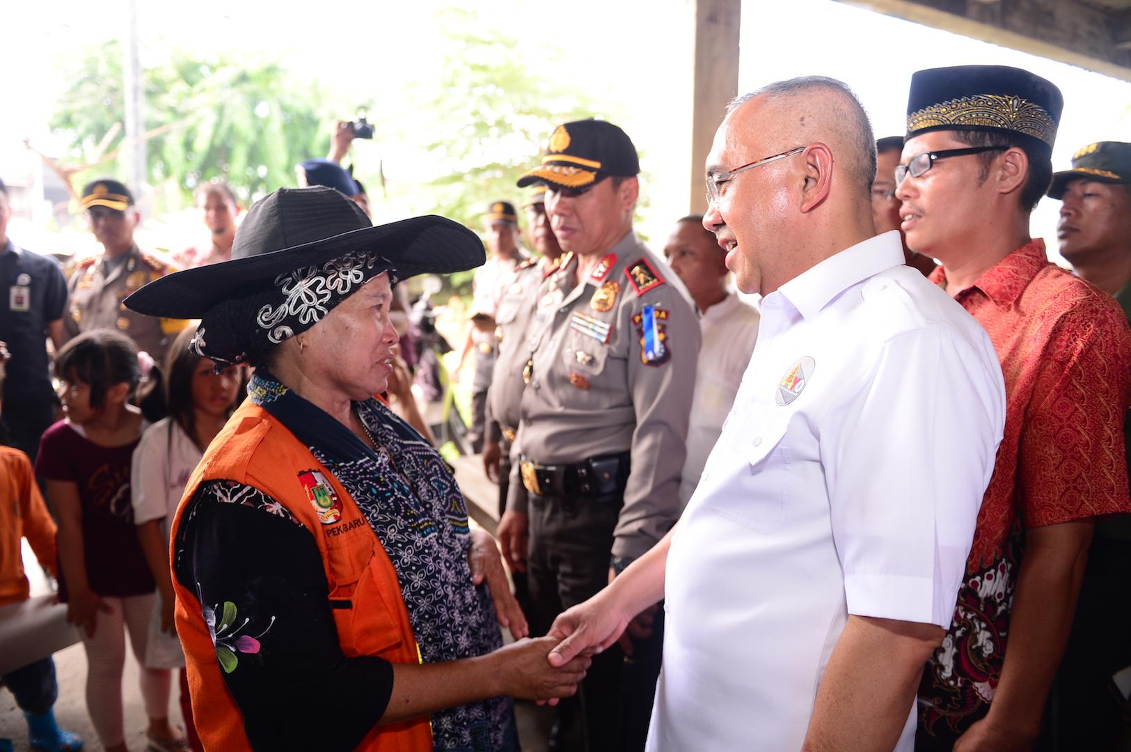Gubri H Arsyadjuliandi Rachman didampingi Kapolda Riau, Danrem 031WB, Wako Pekanbaru Sidak Harga Sembako di Pasar Cik Puan