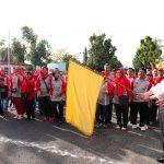 Gubri melepas jalan santai Peringatan Hari Kesetiakawanan Sosial Nasional (HKSN) Provinsi Riau