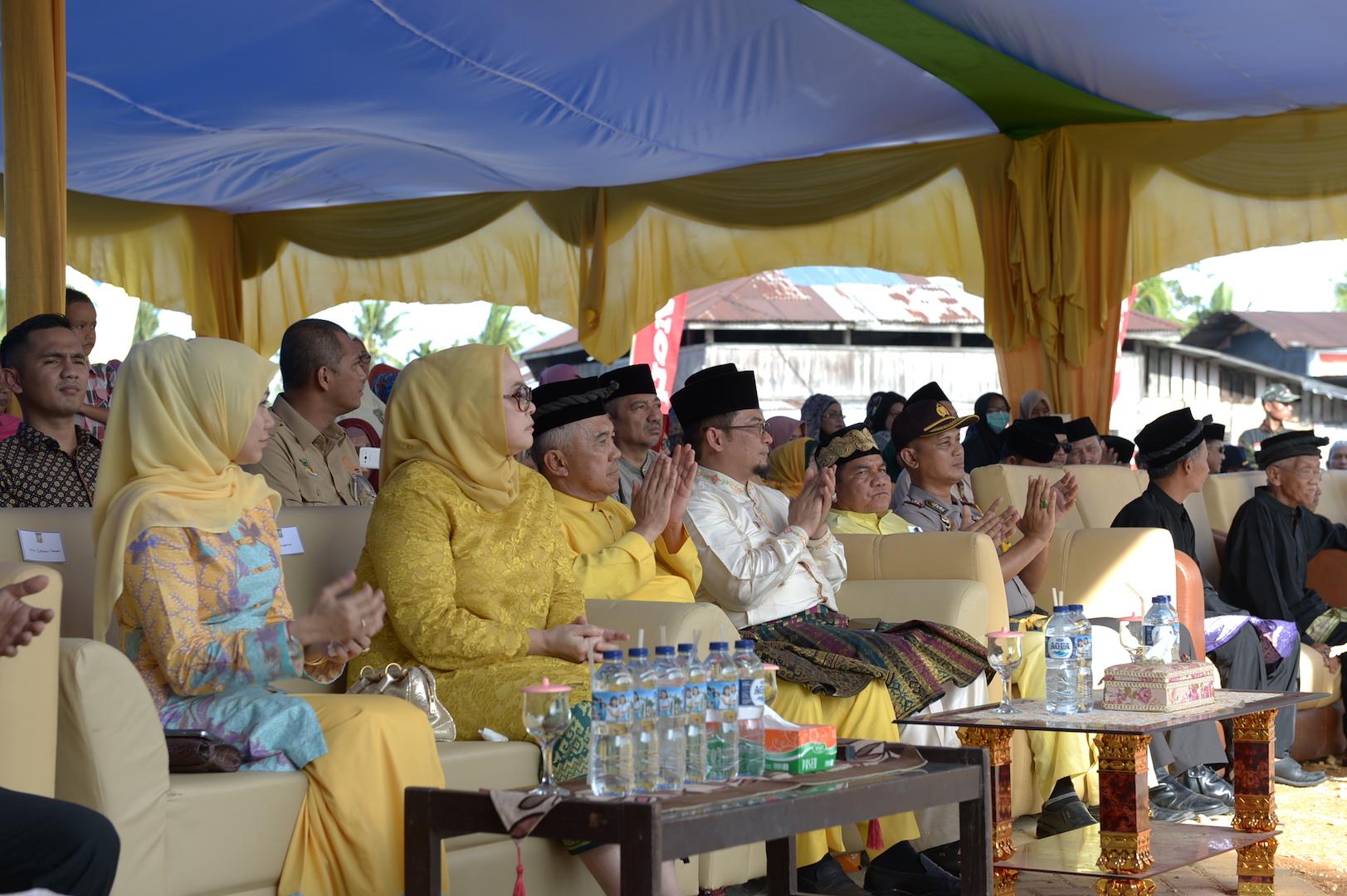Gubri beserta isteri saat hadiri Festval Equator 2016 di Lipat kain Kec kampar kiri Kab Kampar