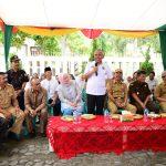 Gubri Tinjau TPS 64 Pilkada serentak di Jl. Neraca Kec. Marpoyan Damai Kota Pekanbaru