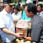 Pelaksana Tugas Gubernur Beri Bantuan Korban Banjir