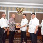 Plt Gubernur Riau  Serahkan LAKIP Provinsi Riau Tahun 2015