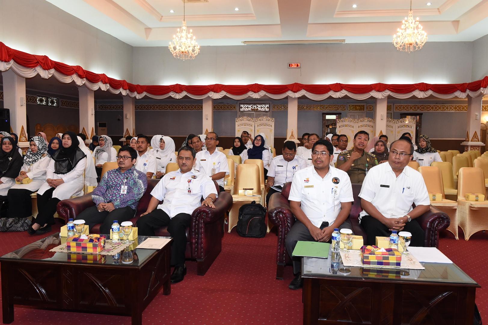 Sekda Prov Riau Hadir sekaligus membuka Sosialisasi PERDA Prov Riau no 6 Th 2016 Tentang Pokok-pokok Pengelolaan Keuangan Daerah di Balai Pauh Janggi Gedung daerah