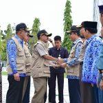 Sekda Prov Riau Terima Sertifikat Hibah dan Tinjau Satuan Tugas PTSL
