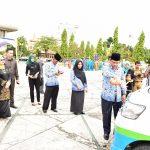 Sekda Prov Riau serahkan bantuan kendaraan saat Memperingati Hari Ibu Ke 88 Tahun 2016