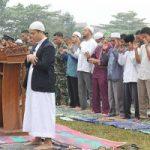 Ayat Cahyadi Hadiri Sholat Istisqa di Lapangan TNI Batrai R