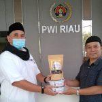 PWI Riau Peduli Mulai Distribusikan 1 Ton Kurma untuk Masjid dan Mushalla