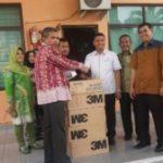 Komisi E DPRD Riau Serahkan Bantuan Masker dari Perusahaan