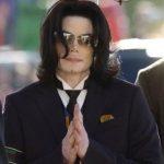 SEJAK DIBERITAKAN MENINGGAL DUNIA Kaset dan CD Michael Jackson Laris Manis di Pekanbaru