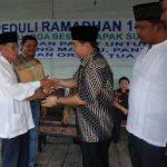 Keluarga Besar Sukanto Tanoto Bagikan 2800 Paket Ramadhan