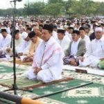 GUBERNUR PIMPIN RIBUAN JAMAAH… Salat Idul Adha Berlangsung Khidmad