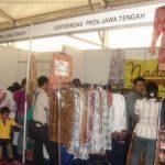 Baju Batik di Stand Jateng Diserbu Pembeli