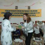 Ibu-ibu Chevron Rumbai Ajarkan Sulam Pita di Lembah Damai