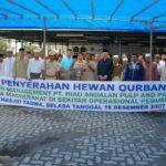 Riaupulp Serahkan 351 Ekor Hewan Qurban