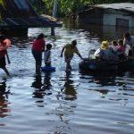 Banjir Bertambah Tinggi, Pengungsi Terus Mengalir ke Tenda Penampungan