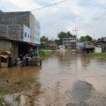 Sungai Sail Makin Dangkal, Luapan Banjir Lambat Menyusut