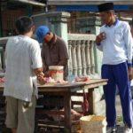 BERJUALAN SEMBARANG TEMPAT… Pedagang Babi Resahkan Pedagang Lain
