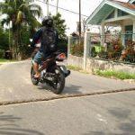 Penggunaan Tali Kapal Sebagai Polisi Tidur Makin Marak di Pekanbaru